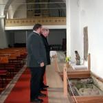 hrobka a pohled na harvany